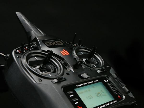 Spektrum DX9 Black Edition System mit AR9020 Empfänger